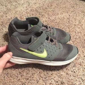 Nike Boys Size 2Y Shoes